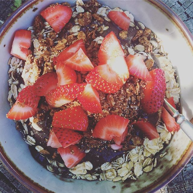 Strawberry breakfast #vegan #wslf #nicecream #oatmeal #breakfast