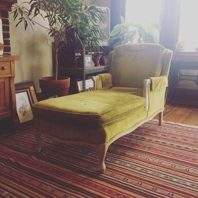 My new studio chaise lounge for my artist studio #everyartisthasone #happybirthdaytome #thriftstorefinds #denvercolorado
